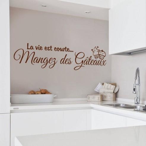 Sticker citation la vie est courte mangez des gâteaux