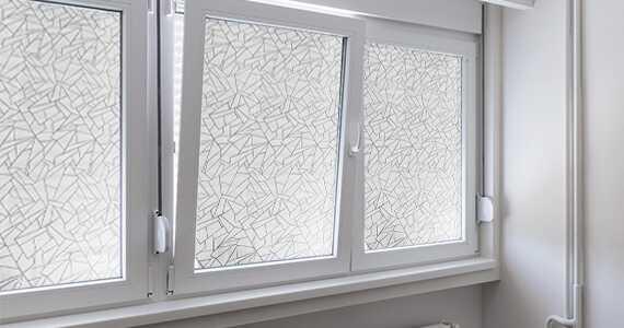 décoration fenêtre avec film adhésif