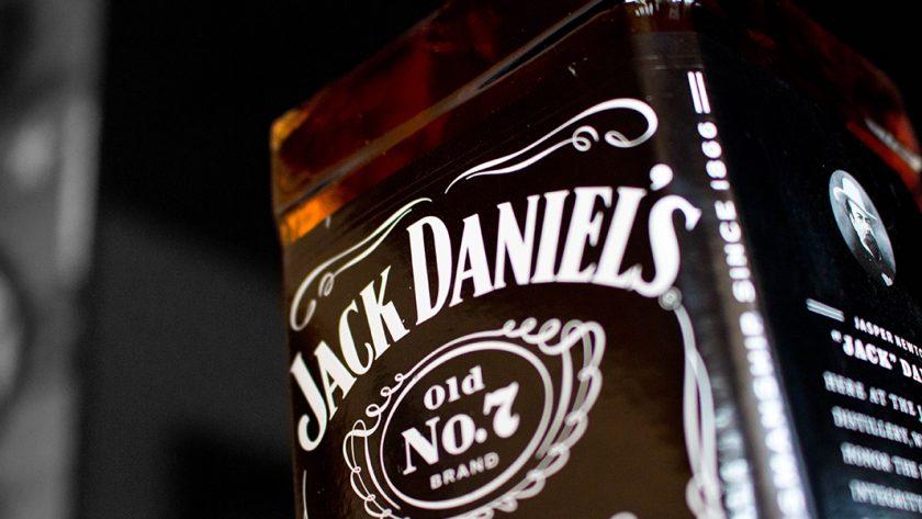 créer une décoration jack daniel's